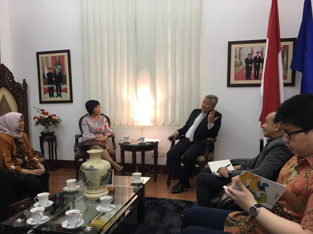The Meeting of Indonesian Delegation with Ambassador of RI to Viet Nam in Hanoi